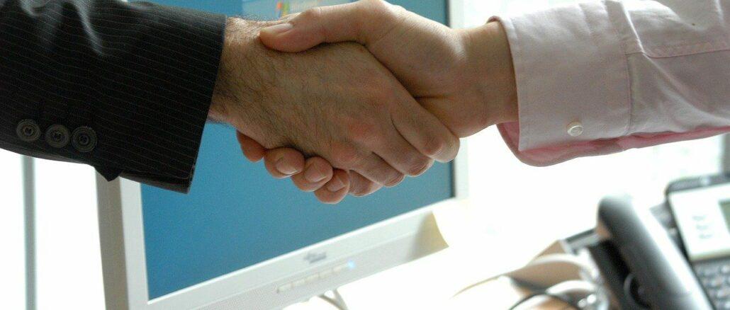 Handshake vor einem Bewerbungsgespräch