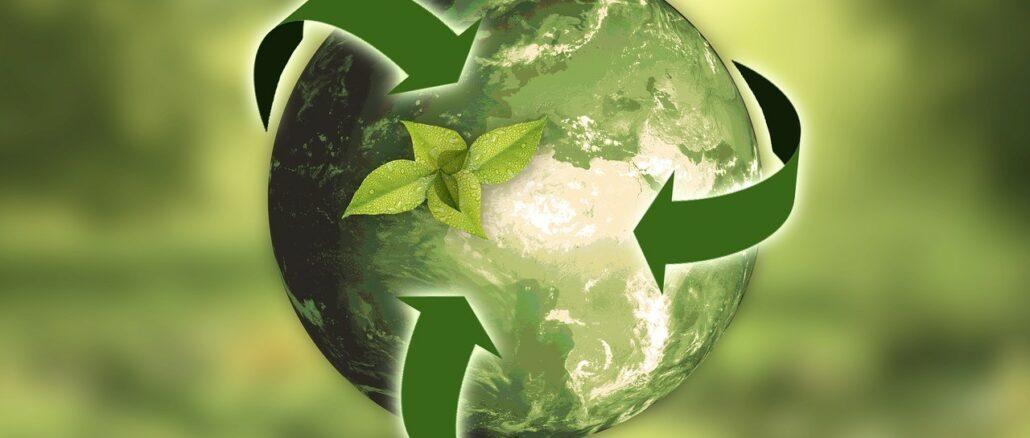 Grüne Weltkugel: Sorgen Sie für mehr Umweltschutz und Nachhaltigkeit, indem Sie in nachhaltige Geldanlagen investieren!