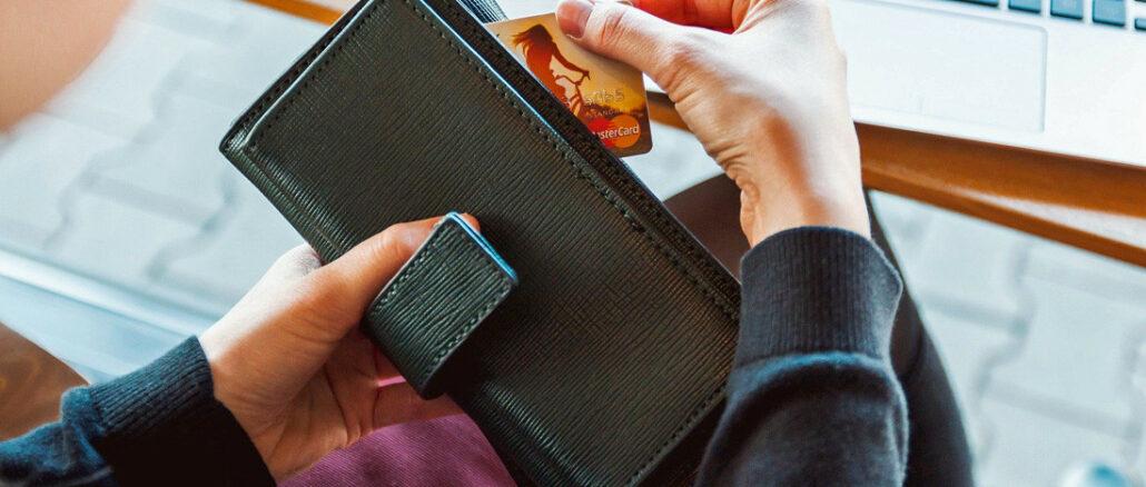 frau, geldbeutel, kreditkarte
