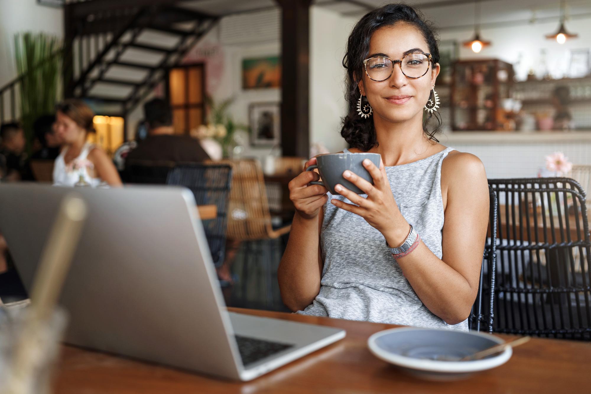 frau nutzt targobank kredit online