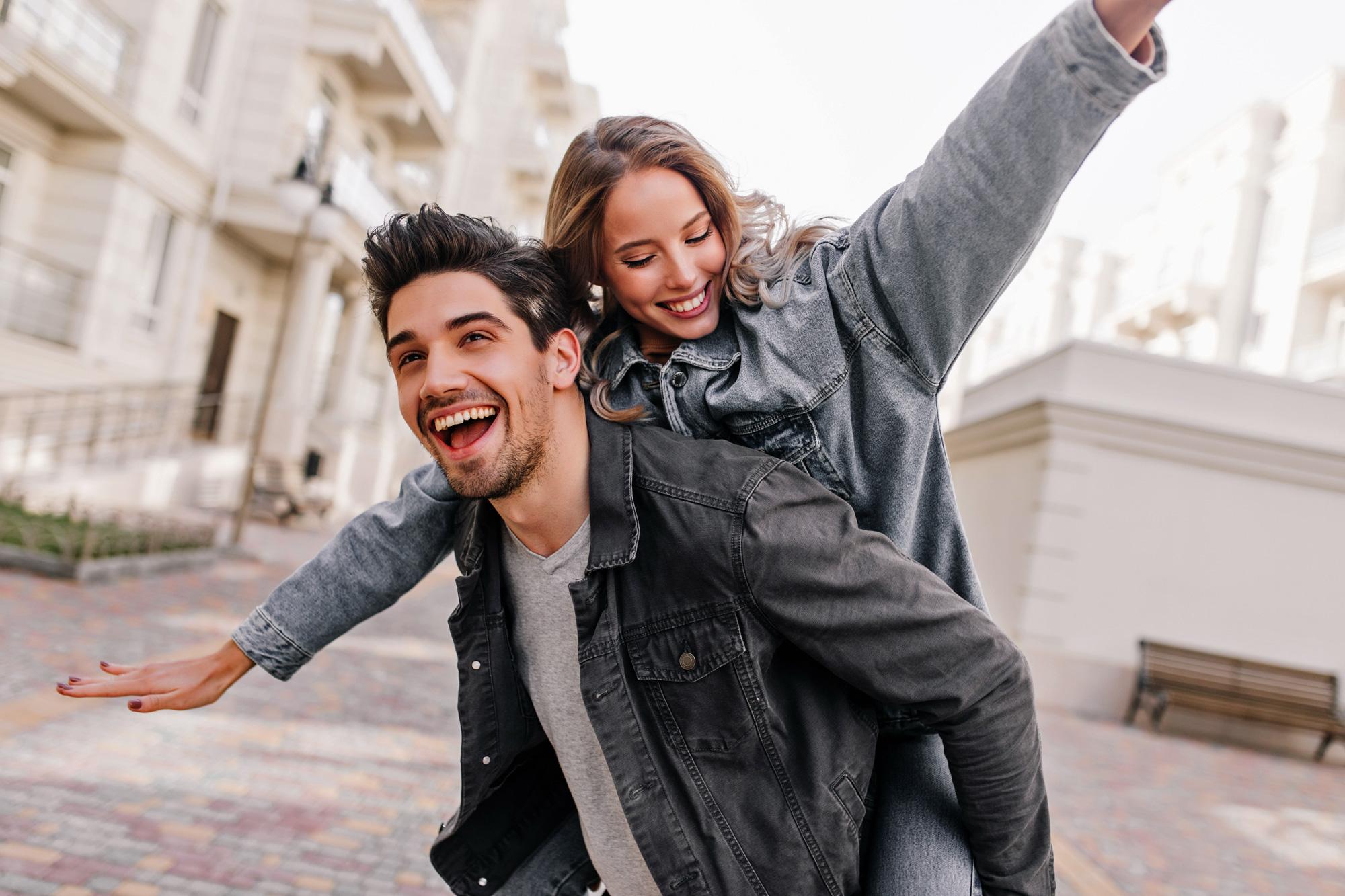 junges paar profitiert vom creditpuls sofortkredit